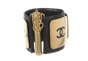 cute cuff: Chanel Cuffs, Bracelets Iii, Gold Plates, Black Gold, Chanel Black, Cuff Bracelets, Bangles Cuffs Stackables, Cuff Bracelet Fabulous