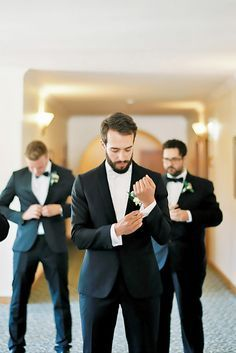 24 Awesome Groomsmen Photos You Can't Miss