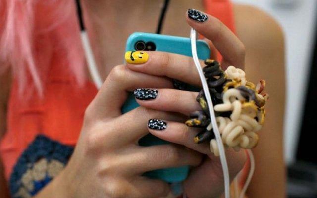 Traccia messaggi di testo del vostro iphone coniuge Come spiare applicazioni iPhone della moglie. Ora, una volta che avete scaricato l'applicazione è sufficiente installare segretamente telefono di tua moglie abd cominciare a scoprire tutti i segreti  #iphonespia #spiareiphone