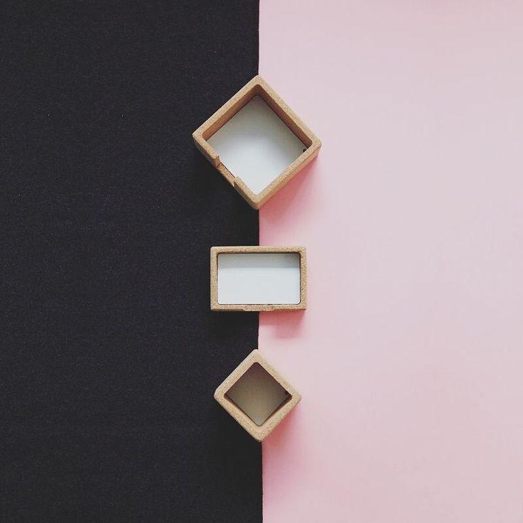 Practical is the new fancy! Niu Desk Set combines cork and white painted aluminium, offering practical, yet very instagramable desk organizing solution.  @candyminimal -  -  -  #ubikubi #productdesign #designerslife #designinspiration #design #creative #modern #black #pink #minimalist #minimal #desk #deskaccesories #lifestyle