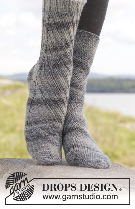 """Knitted DROPS socks with displacement and rib in """"Fabel"""". ~ DROPS Design"""