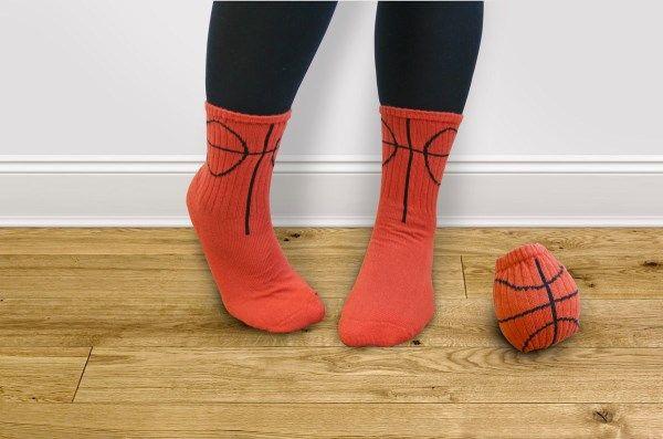 Basketsever sevdiklerinize hediye edebileceğiniz mükemmel dikkat çekici bir doğum günü hediyesi.   http://www.buldumbuldum.com/hediye/ball-socks-top-coraplar/