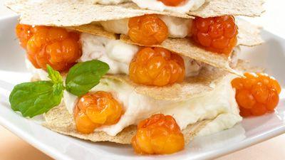 Oppskrift på multekrem med flatbrød - Cloudberries & Cream - Norway desert