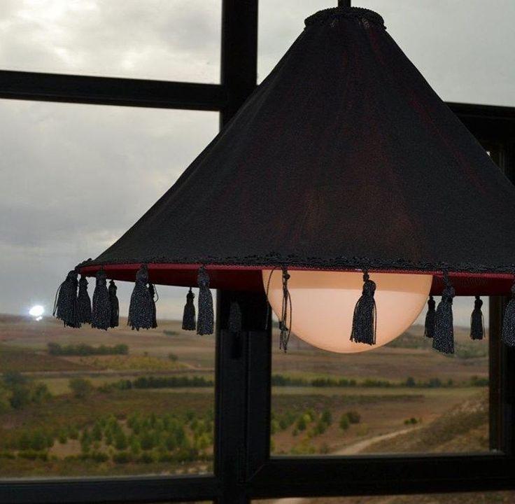 Un ambiente cálido, con una copa de vino y unas vistas espectaculares... #Enobar #vino #tapas #amigos #proximaapertura #placeres