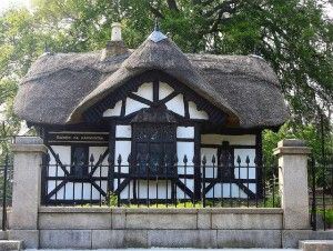 Travelling for Fun, what to do in Dublin, visit Ireland: Cottege in Phoenix Park Dublin, Ireland