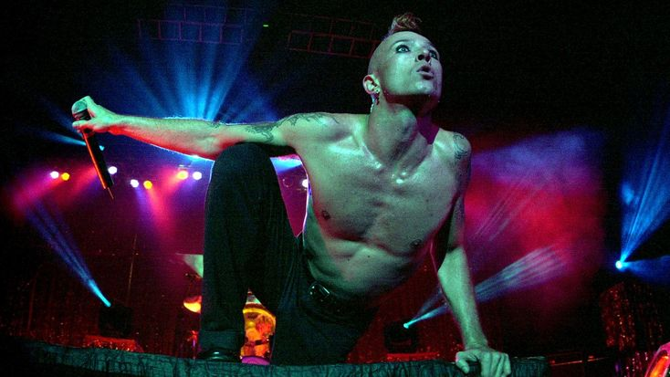 June 25th, 1994: 'Purple' Becomes STP's First Number One - Scott Weiland: A Photo History of His Wild Life | Rolling Stone