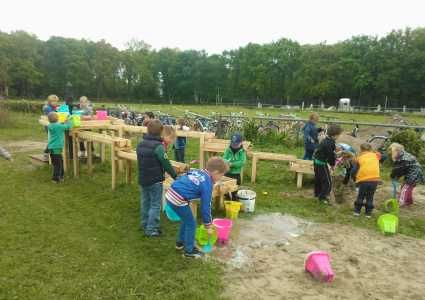 Westernboerderij met speelfort voor kinderen
