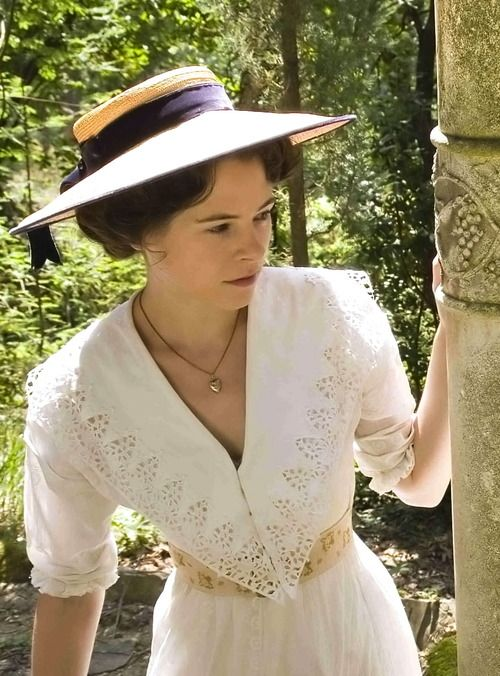 Elaine Cassidy as Lucy Honeychurch in A Room with a View (2007).