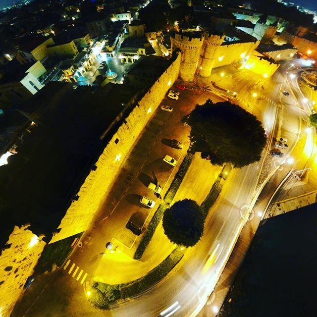 #djispark #dji #drone #dronephotography #rhodes #rodos #oldtownrhodes #oldtown #night #lowlight #shutterph #2018 #instaphoto #travel #greece