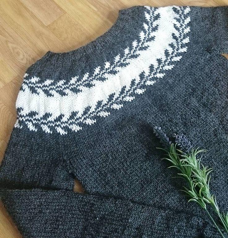 """77 Likes, 1 Comments - knitting is my yoga (@strikke_gleder) on Instagram: """"Marygenser oppskrift av flinke @knitsandpieces #strikking #strikkedilla #marygenser #snøløvgenser…"""""""