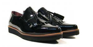 Zapatos afilados con borlas en charol negro Funchal  Zapatos mocasines de horma afilada de la marca española Funchal modelo 5125. Mocasines con detalle de borlas y elásticos laterales. Realizados en piel charol color negro. Suela de goma. Interiores en combinado de piel y tejido. Made in Spain. http://ift.tt/2eeYB8H