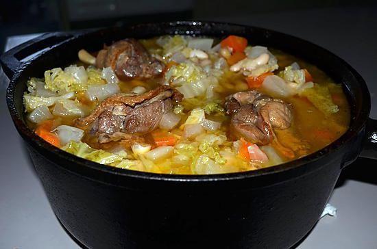 La meilleure recette de LA GARBURE DU SUD OUEST! L'essayer, c'est l'adopter! 5.0/5 (3 votes), 3 Commentaires. Ingrédients: Ingrédients :   1 boite de confit de canard (cuisses ou manchons)  un jarret de porc ou 1 morceau de palette  ½ sel 500 g de haricots blancs secs 4 pommes de terre 3 carottes 4 navets 2 oignons 1 chou vert 1 blanc de poireau 1 bouquet garni 1 tête d'ail Sel et poivre