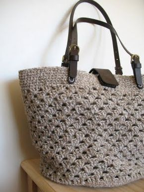 Love this crocheted bag! FREE PATTERN for beach tote from 1 strand of nettle and 2 strands of cotton