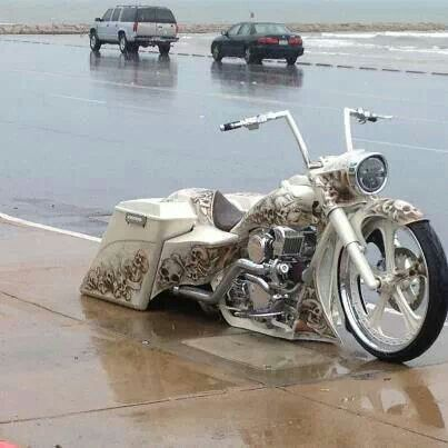 I have a pic of this bike from Spring Rally at Myrtle Beach!!  Awesome!!