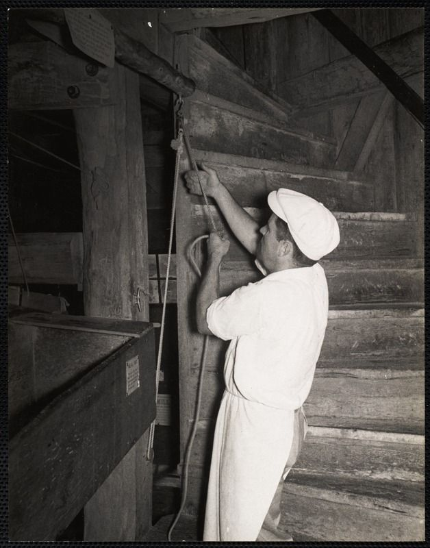 The Old Mill, Nantucket - adjusting the millstones, c. 1930s. https://www.digitalcommonwealth.org/search/commonwealth:cc08hq20n #windmill