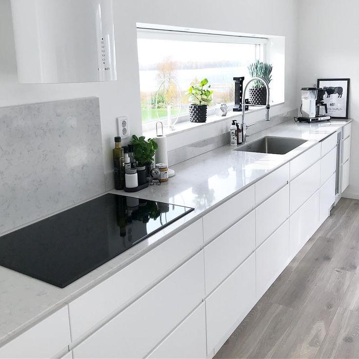 """905 gilla-markeringar, 24 kommentarer - @attbyggaetthus på Instagram: """"🔘Vitt vitt vitt🔘 Vårt kök är ett Linekök från @ballingslovab med en 12 mm bänkskiva i Silestone…"""""""