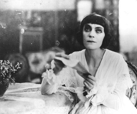 Asta  Nielsen Dora Brandes 1916