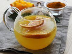 La tisana arancia e miele, arricchita con curcuma, oltre ad essere molto gradevole, è un ottimo aiuto contro le malattie da raffreddamento.