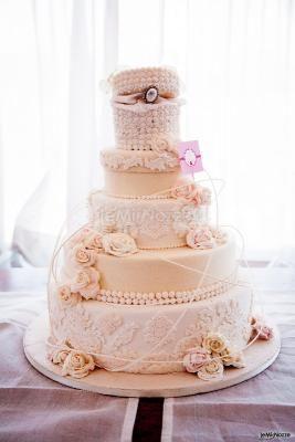 La torta nuziale a cofanetto color #pesca
