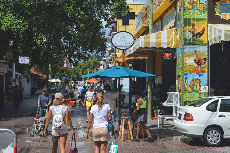 Avenida 5a in Playa del Carmen, Mexico | heneedsfood.com
