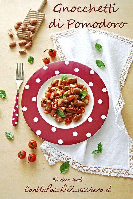 """Gnocchetti di pomodoro:  http://www.conunpocodizucchero.it/2015/06/gnocchetti-di-pomodoro.html - questa #ricetta al #pomodoro partecipa al contest """"Il pomodoro italiano si veste di gusto"""" di @chiarapassion  realizzato in collaborazione con La Fiammante - #tomato #recipe #food #italianfood"""