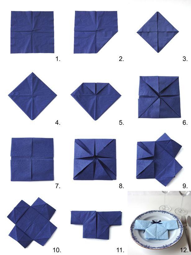 Serviet foldet som en lille skjorte med påklistret sløjfe, perfekt hvis man skal holde barnedåb. På denne blog kan du se hvordan du folder servietten.