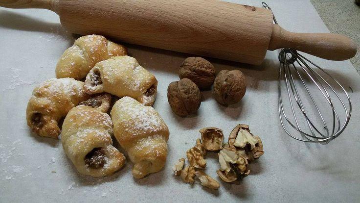 Jak udělat křehké rohlíčky s ořechovou náplní | recept