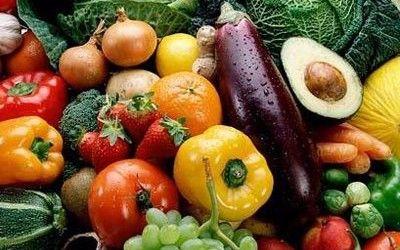 groenten oktober:  Aardappelen, andijvie, artisjok, aubergine, bleekselderij, bloemkool, broccoli, Chinese kool, courgette, groene selderij, knolselderij, koolrabi, paddenstoelen, paprika, pastinaak, pompoen, prei, raap, raapstelen, radijs, rammenas, rode biet, rode kool, schorseneren, snijbonen, sperziebonen, spinazie, spitskool, spruiten, tomaat, uien, veldsla, venkel, witlof, witte kool, wortelen.