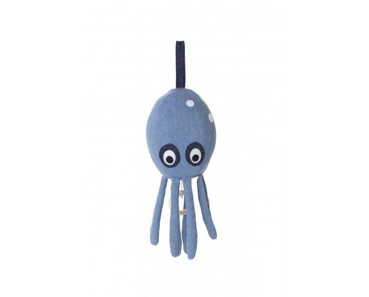 Mit der Octopus Spieluhr des bekannten Herstellers ferm LIVING kann Ihr Kind sanft zu der Melodie von Brahms' Wiegenlied einschlummern oder sich mit den herunterhängenden Armen beschäftigen. Befestigen Sie den niedlichen Meeresbewohner am Bett, Kinderwagen oder der Babyschale, so muss Ihr Baby auf seinen tierisch musikalischen Begleiter nirgendswo verzichten.