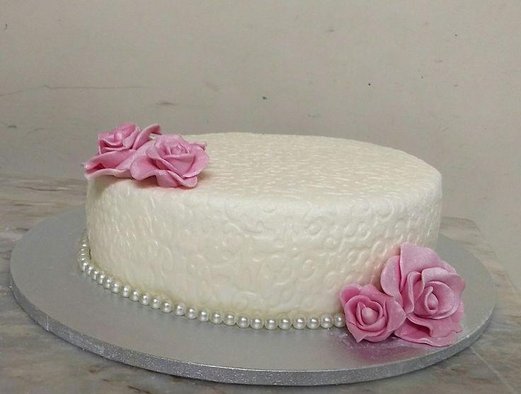 Bolo de casamento simples Rosas e pérolas