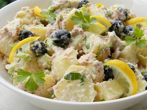 Salata de cartofi cu ton ,hranitoare si delicioasa , foarte potrivita pentru un pranz …