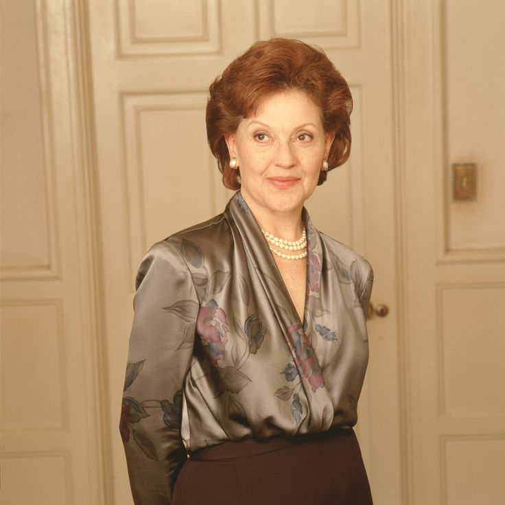 "Gilmore Girls S1 Kelly Bishop as ""Emily Gilmore"""