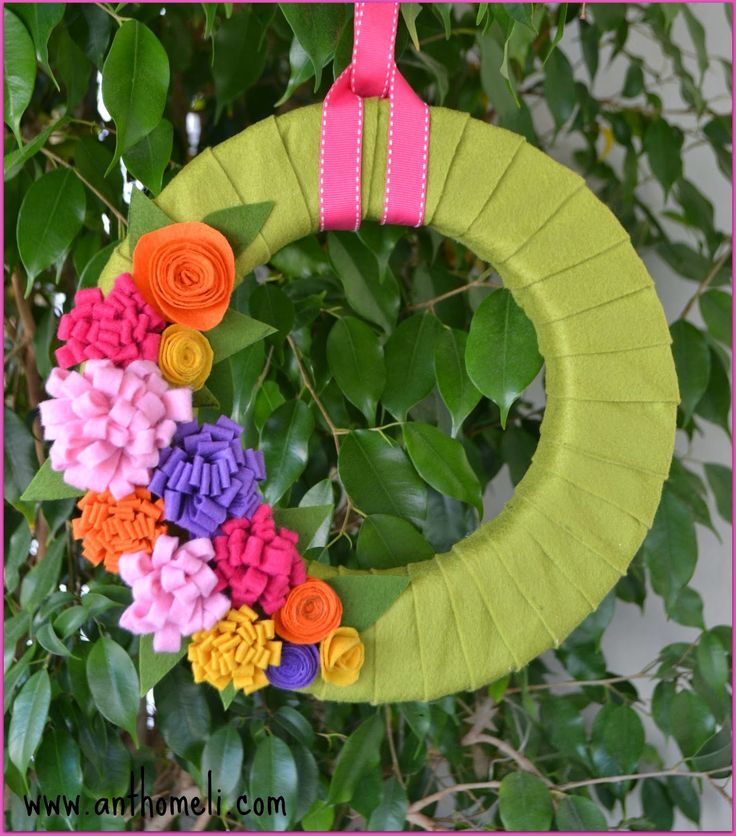 How to make a Spring Felt Wreath  by www.anthomeli.com. Cook Craft Create (April 2014) Online Magazine on Issue