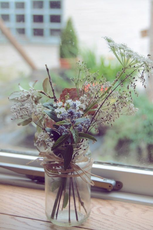 Autumn wildflowers in a jam jar. I love this arrangement! And all of them could be different. For the table center things at my wedding. :)