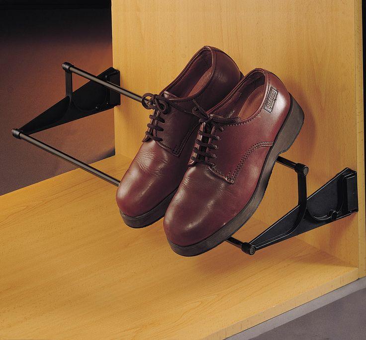 ZAPATERO EXTENSIBLE 3 POSICIONES Fijación a cualquier altura en un lateral del armario. Posibilidad de colocación en 3 posiciones diferentes. www.casaenorden.com