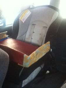 I didn't know there was such a thing as a snack tray for the car seat!!!! I don't think I'll mAke one but this is cool!