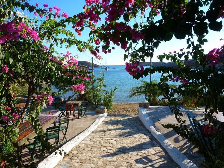 Most beautiful restaurant on Dodecanese: Dilaila, Lipsi   FLOY holiday seminar on Lipsi  www.let-joy-flow.de