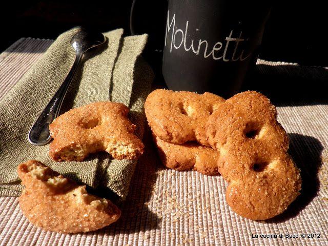 Biscotti che si accompagnano bene per una ricca colazione da inzuppare nel latte e perche' no anche per merenda accompagnati da una bella cioccolata calda oppure una bella tazza di the'   INGREDIENTI 500g farina80g fiocchi d'avena macinati65g farina...  Continua a leggere→