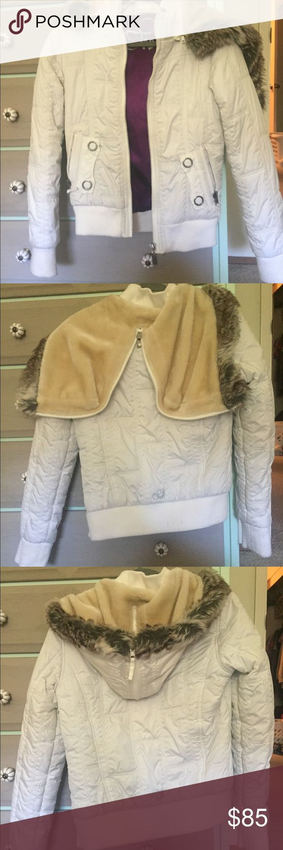 White O'Neill Snow/Winter Jacket White O'Neill Snow/Winter Jacket  •4 Front pockets, 2 on Each Side  •Detachable Hood with Zipper  •Fur Lined Hood  •Great Condition  •Worn a Few Times O'Neill Jackets & Coats