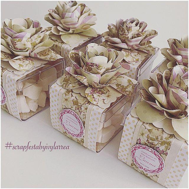 Lembrancinha de batizado da Luana - caixa acrilico decorada com flor #scrapfesta #lembrancadebatizado ...