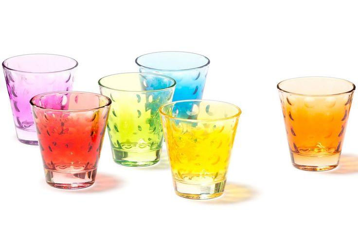 Das Glas mit Glamourfaktor! In den kleinen Linsen bricht sich das Licht auf faszinierende Art. Ein Effekt, der auch mit den Händen gut zu spüren ist. Ein schönes Glas für klare Drinks und Säfte....