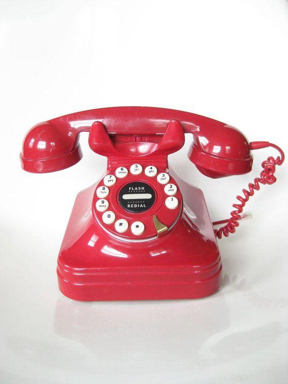 Telephone - Vintage '1950s Style CLASSIC Desk Phone' // Muero por este teléfono o su versión en negro. Los he buscado y en Venezuela no bajan de 800 Bs.