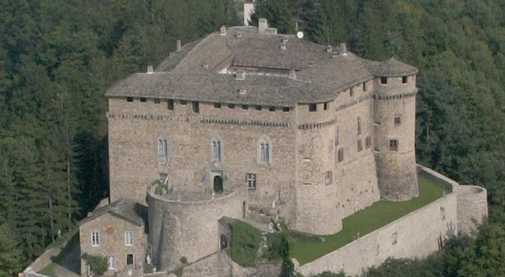 104 best Dormire in un castello images on Pinterest   Italia, Italy ...