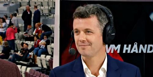 The Crown Prince is often present when Danish athletes participate in major championships, and Men's Handball World Championship is no exception.  Therefore sports enthusiast Crown Prince Frederik has taken the long trip from Denmark to Qatar, to watch the Danish national handball team meet the Argentinian national team, at the Men's Handball World Championships, 'Qatar 2015'.16/01/2015