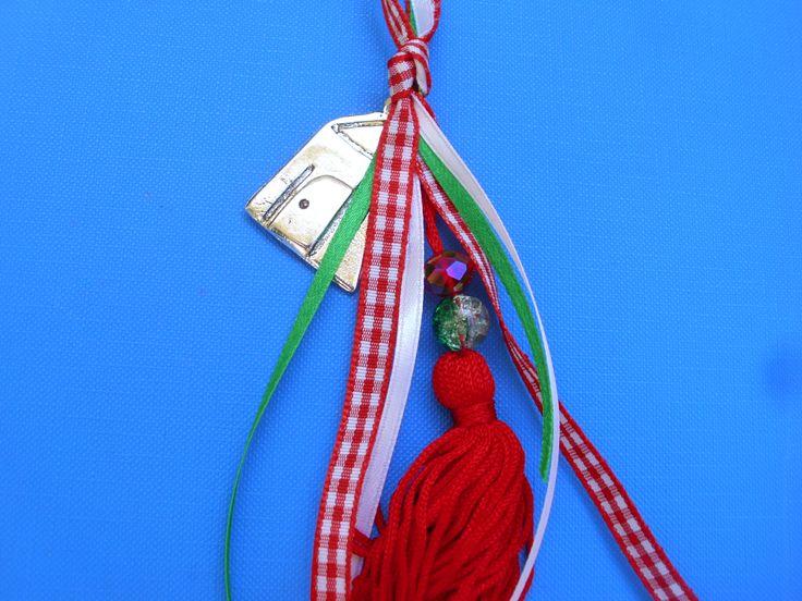 χειροποίητα γούρια από 5-10€ στο www.amalfiaccessories.gr