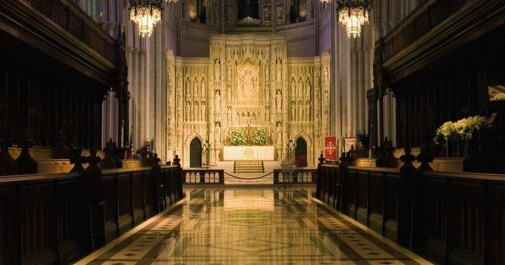 Actividades para enseñarle a los niños los 7 sacramentos. Los siete sacramentos de la Iglesia Católica son el bautismo, la eucaristía, la confirmación, la penitencia, el matrimonio, la orden sacerdotal, y la unción de los enfermos. Los bebés católicos suelen ser bautizados durante la infancia, antes de que hayan aprendido los sacramentos. La niñez es el momento ideal para memorizar y aprender estos ritos ...
