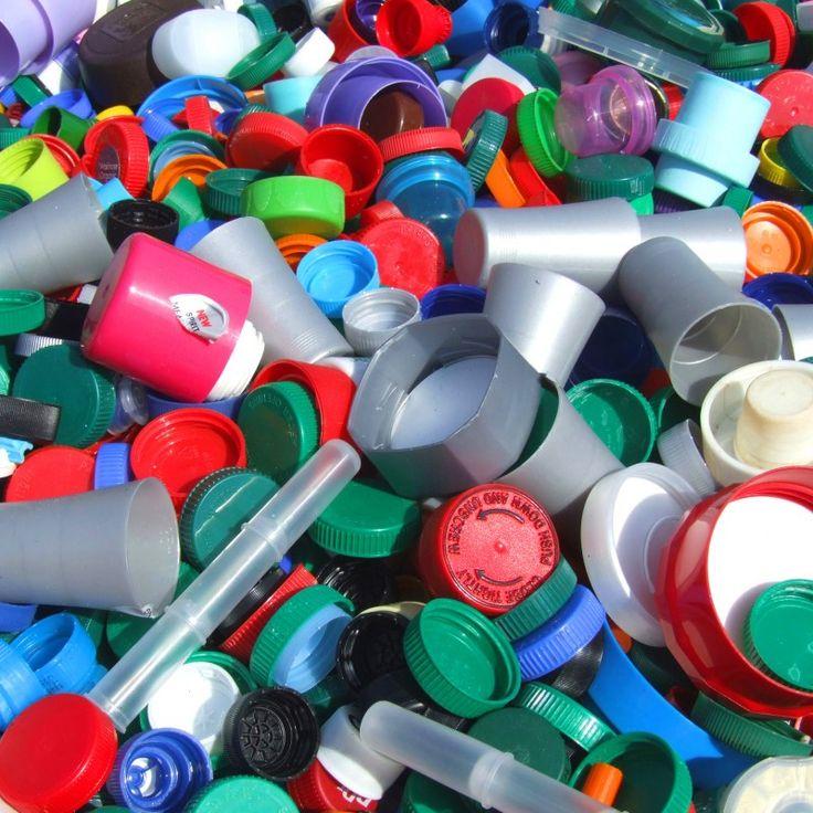 Banyak cara untuk menyelamatkan bumi kita dari kerusakan, kita dapat berkontribusi dengan hal kecil. dengan cara membuang sampah pada tempatnya. Membedakan jenis sampah untuk dibuang. Salah satu sampah yang mengganggu lingkungan yaitu sampah plastik... #daurulangplastik #daurulangsampah #recycle
