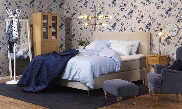 EM Möbler - Sovrum i blåa toner. Astra Kontinentalsäng