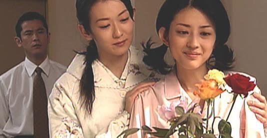 出典:http://www.suruga-ya.jp 何度も再放送を繰り返して入る人気の昼ドラ『牡丹と薔薇』は対照的な2人の女性の物語です。品があり穏やかな美しさを持つ『牡丹』とゴージャスで気性の荒い『薔薇』のイメージの香世。2人は姉妹でありながら別々の両親に育てられ、大人になり再会してからも何かとぶつかり合います。 一般的に悪いのは『薔薇』のイメージの香世とされているけれど、一概にそうだとも言い切れないようで・・・。 実は一部では本当にやっかいなのは『牡丹』タイプの女性なのではないかと言われています。そんな『牡丹オンナ』の特徴をご紹介します! 1,見た目は地味 出典:http://laughy.jp 牡丹オンナは見た目に派手さはなく、どちらかと言うと垢抜けない地味な見た目です。しかし、清潔感はあり女性らしい雰囲気なので、ほとんどの男性が一番好む見た目だと言えるかもしれません。 2.基本的に穏やか 出典:http://blogs.yahoo.co.jp…