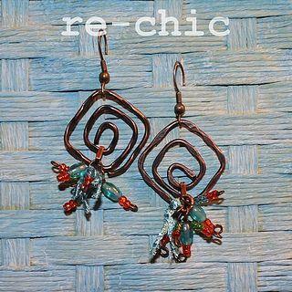 Copper wire earrings with glass beads and silk   Orecchini in filo di rame con perline in vetro e cordoncino in seta